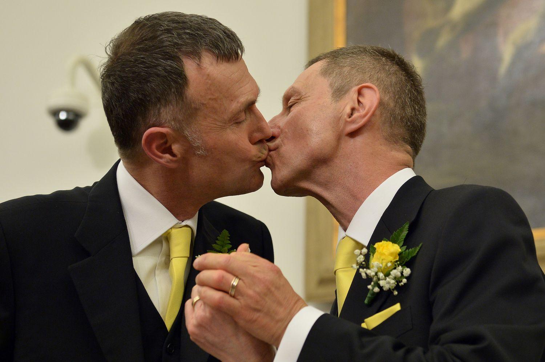 Lindas fotografias de casamentos de casais LGBT em diferentes culturas 9