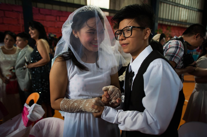 Lindas fotografias de casamentos de casais LGBT em diferentes culturas 2