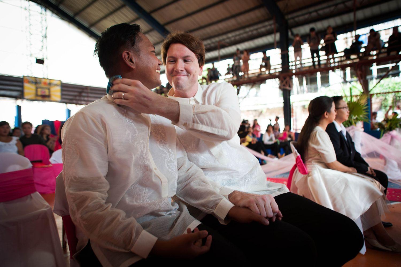 Lindas fotografias de casamentos de casais LGBT em diferentes culturas 5