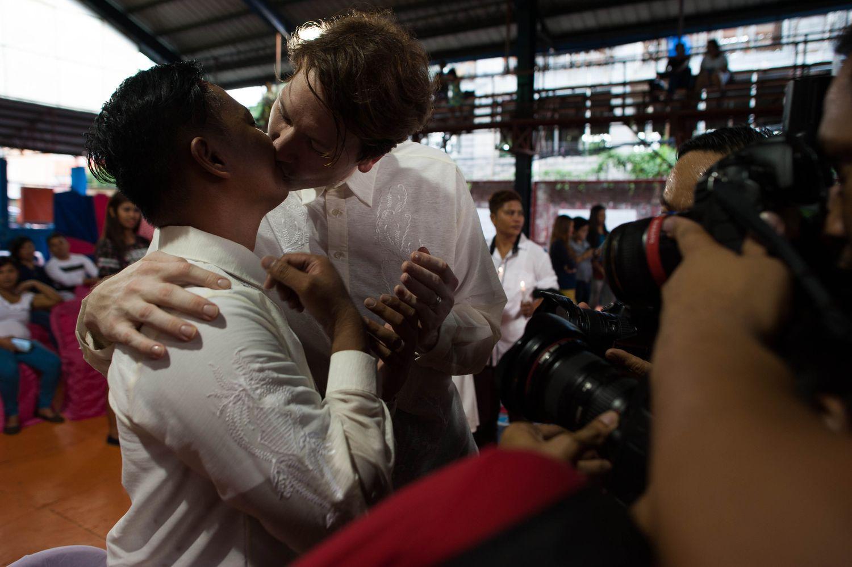 Lindas fotografias de casamentos de casais LGBT em diferentes culturas 4