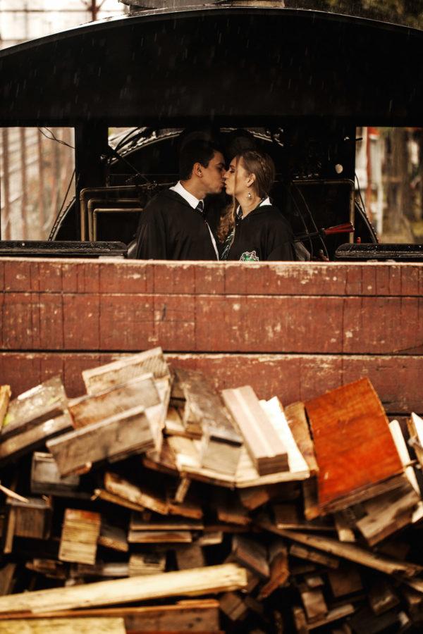 Casal brasileiro usa trem em São Paulo para ensaio inspirado em Harry Potter 2