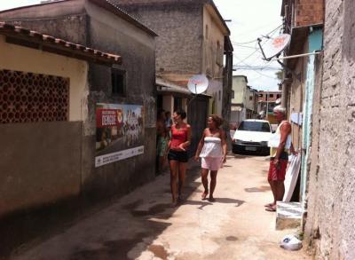 Usar a publicidade para gerar renda nas favelas brasileiras? Essa é a proposta do Outdoor Social 3