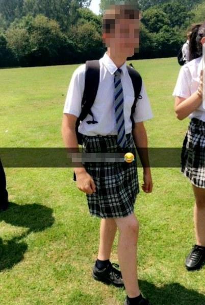 Para não sofrerem com o calor, meninos de escola britânica vão de saia para o colégio! 7