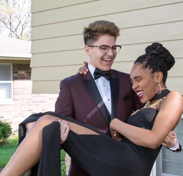 Ele é o primeiro jovem trans 'rei do baile' de sua escola 3