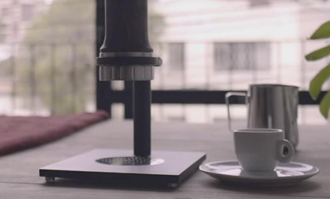 Cafeteira sustentável portátil funciona sem energia elétrica, filtro ou cápsulas 4