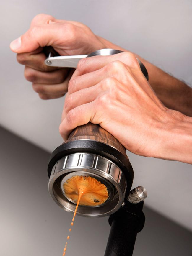 Cafeteira sustentável portátil funciona sem energia elétrica, filtro ou cápsulas 1