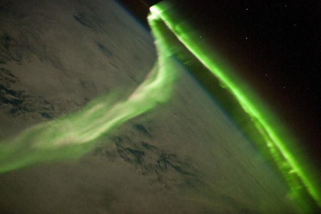NASA divulga as 33 fotos mais surreais de auroras boreais pelo mundo 8