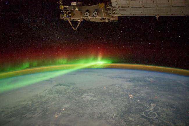 NASA divulga as 33 fotos mais surreais de auroras boreais pelo mundo 6