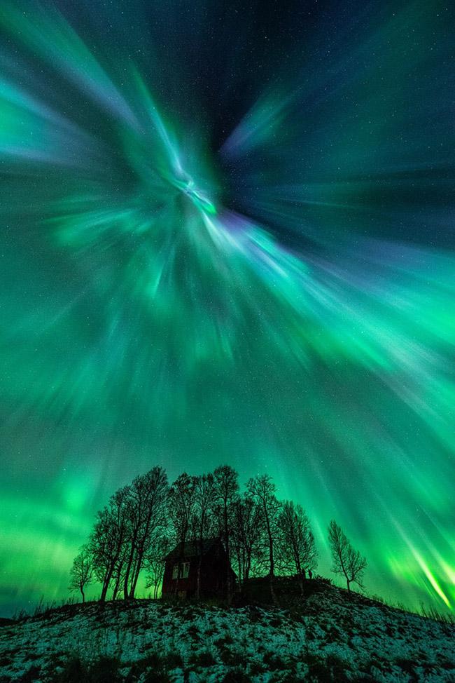 NASA divulga as 33 fotos mais surreais de auroras boreais pelo mundo 9