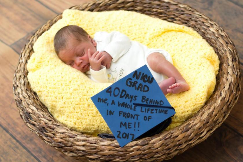Hospital realiza cerimônias de graduação para bebês prematuros 2