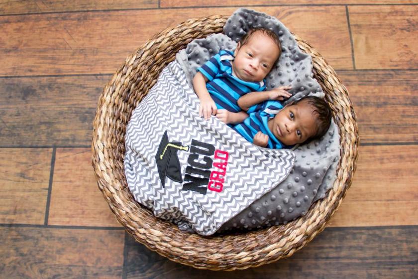Hospital realiza cerimônias de graduação para bebês prematuros 5