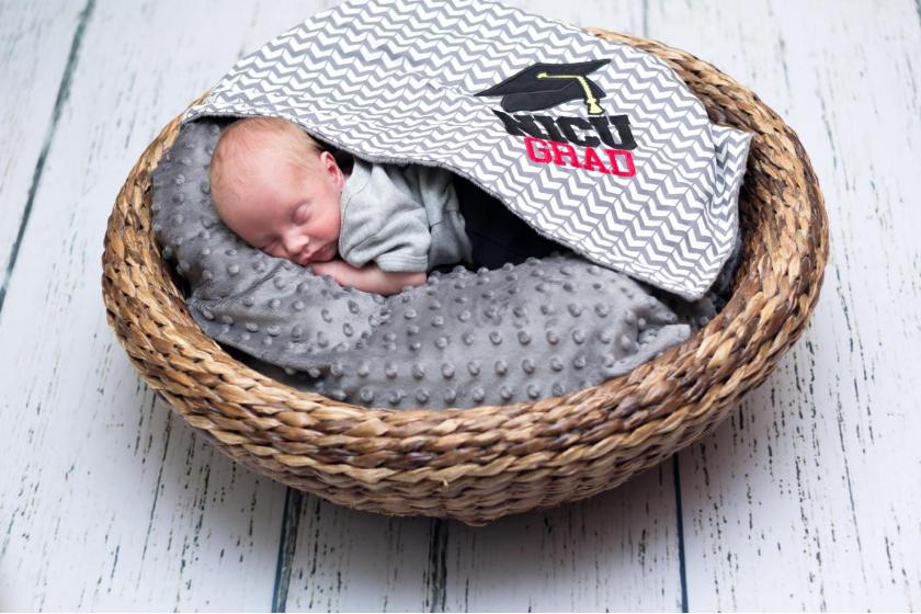 Hospital realiza cerimônias de graduação para bebês prematuros 6