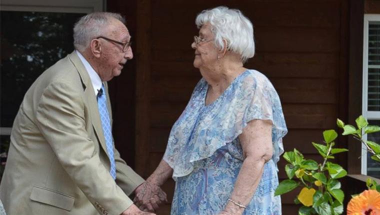 Amor eterno! Homem de 90 anos celebra 70 anos de casamento fazendo uma serenata para a esposa 1