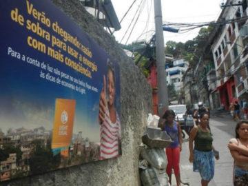 Usar a publicidade para gerar renda nas favelas brasileiras? Essa é a proposta do Outdoor Social 11