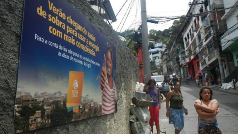Usar a publicidade para gerar renda nas favelas brasileiras? Essa é a proposta do Outdoor Social 1