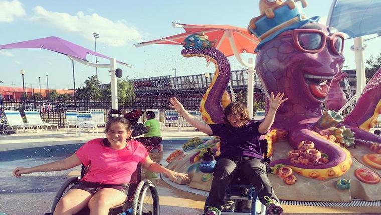 Primeiro parque aquático para deficientes tem cadeiras de rodas impermeáveis e entrada gratuita 10