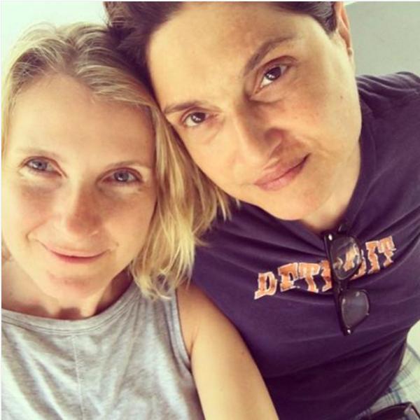 Autora de 'Comer, Rezar e Amar' se casa com namorada que tem câncer terminal e vai te emocionar 3