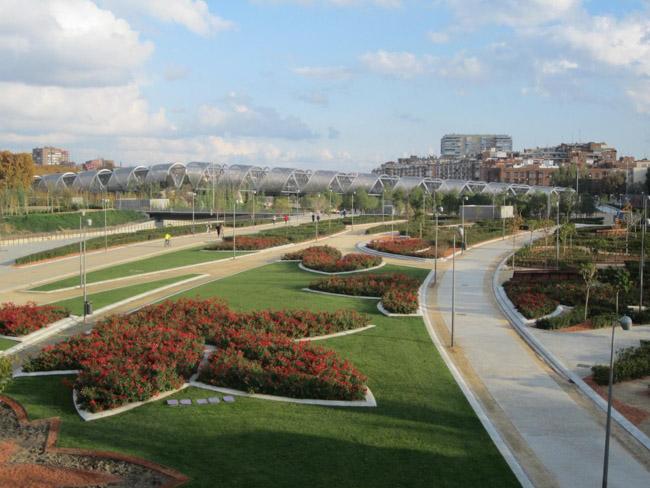 Confira 8 casos em que estradas se transformaram em parques urbanos incríveis 7