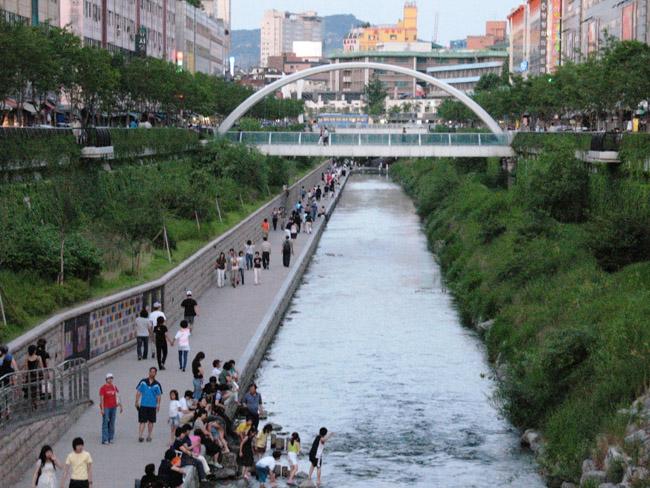 Confira 8 casos em que estradas se transformaram em parques urbanos incríveis 2