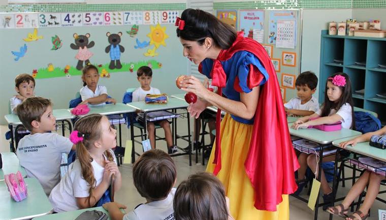 Nutricionista se fantasia de personagens infantis para ensinar crianças sobre alimentação 1