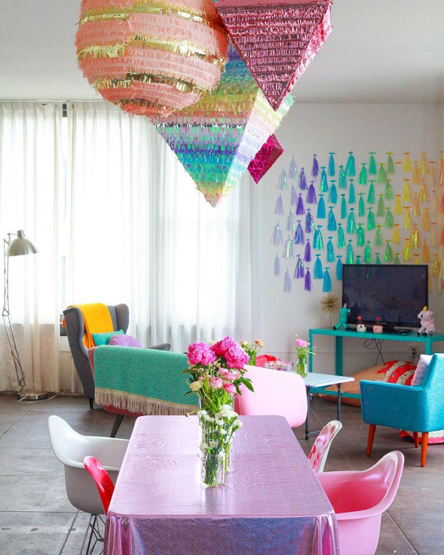 Cada cantinho desse apê foi decorado com muita, muita cor que até um unicórnio vai sentir inveja 7