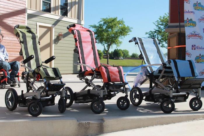 Primeiro parque aquático para deficientes tem cadeiras de rodas impermeáveis e entrada gratuita 8