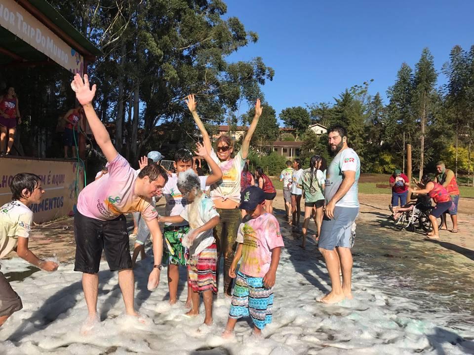 Esse acampamento que reúne crianças sobreviventes de queimaduras vai fazer com que você queira ser voluntário 9