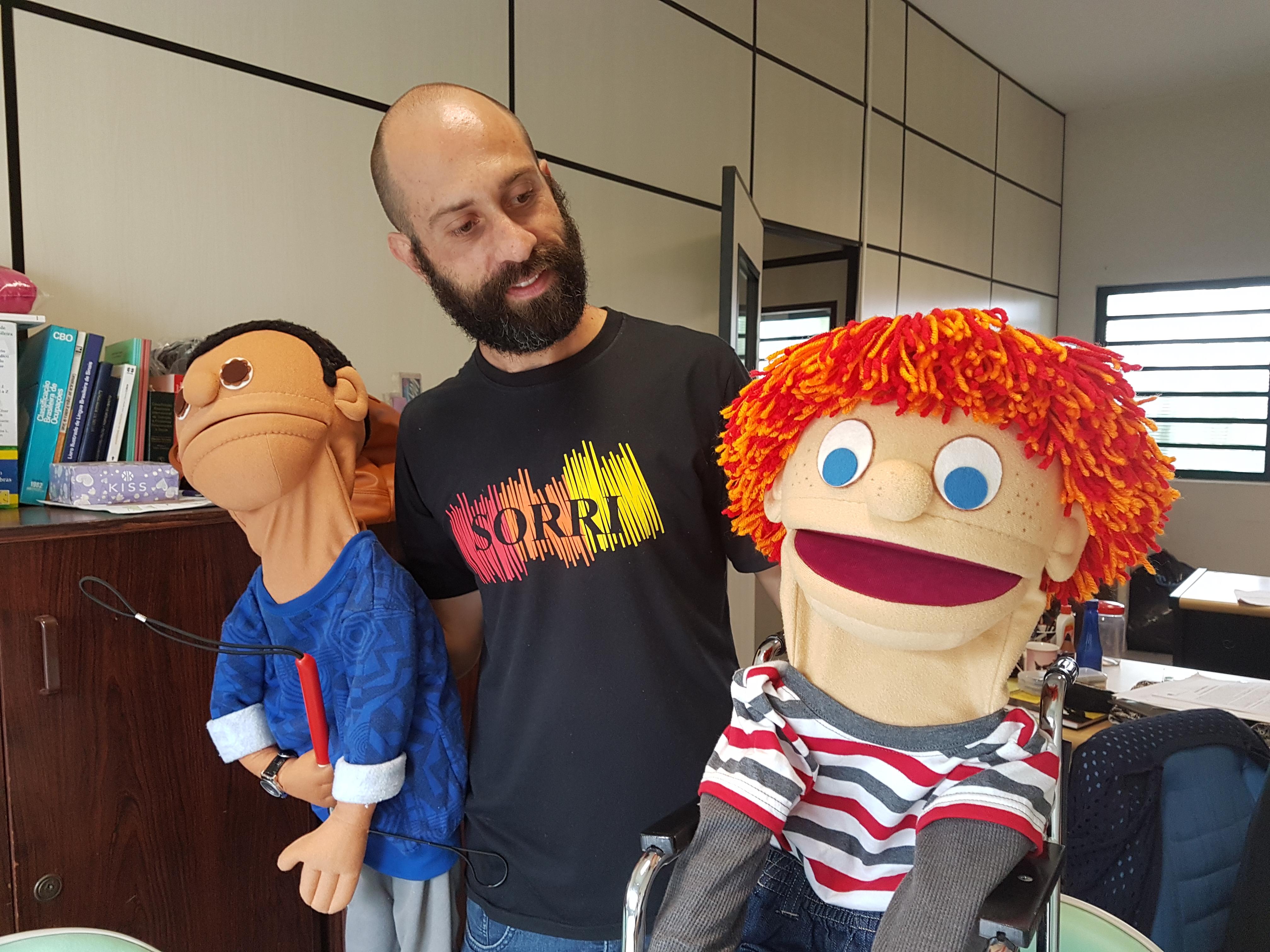 Teatro de bonecos fala sobre inclusão e emociona plateia 3