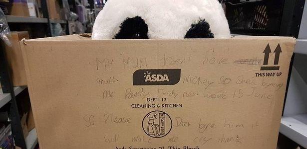 Garoto escreve apelo em caixa para ninguém levar urso que a mãe não pôde lhe comprar 1