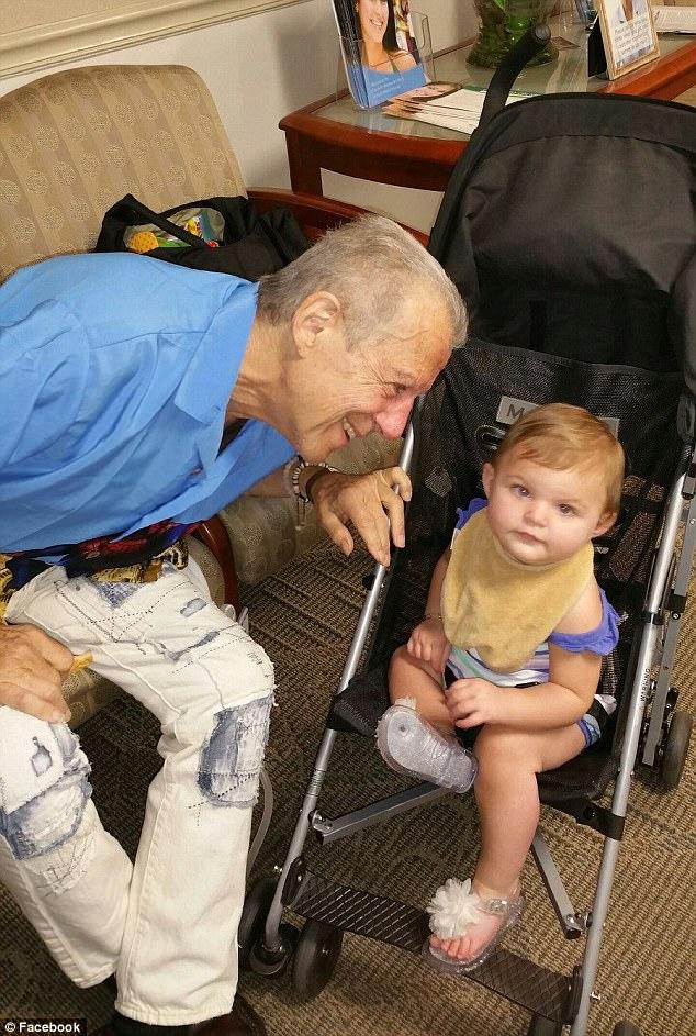 Casal já adotou 88 crianças especiais abandonadas por seus pais biológicos 5