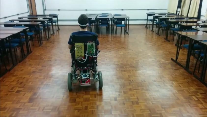 Estudante de engenharia elétrica criou uma cadeira de rodas movida pelos olhos 4