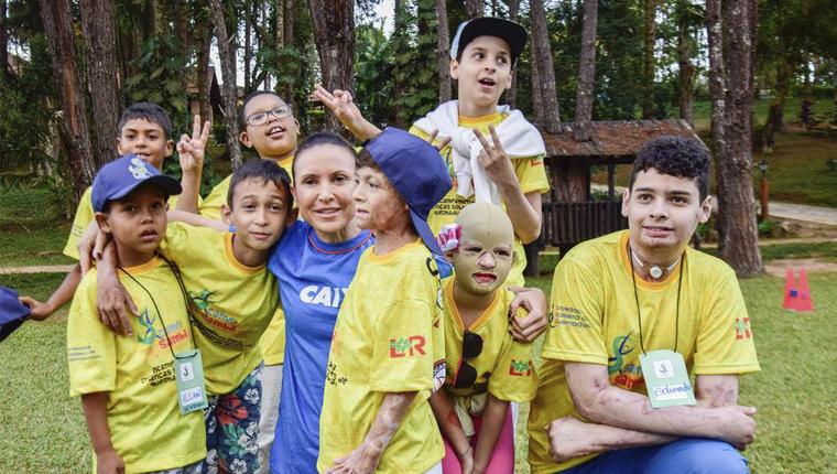Esse acampamento que reúne crianças sobreviventes de queimaduras vai fazer com que você queira ser voluntário 12