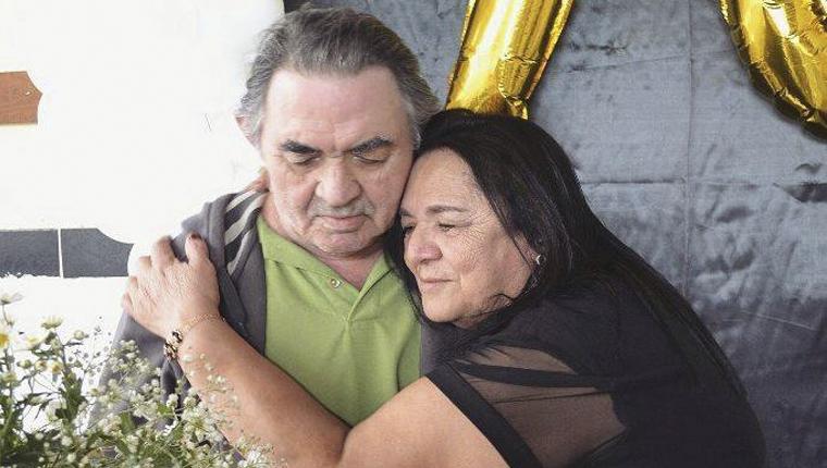 Ele tem 73 anos, Alzheimer e esqueceu o nome de todos, menos da amada 1