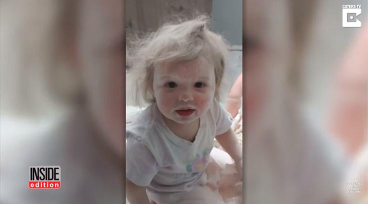 Criança faz 'festa' com talco no banheiro e a reação da mãe é a melhor possível 1