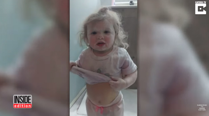 Criança faz 'festa' com talco no banheiro e a reação da mãe é a melhor possível 7