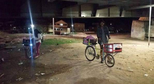 Capixaba leva comida em sua bicicleta para ajudar pessoas em situação de rua 3