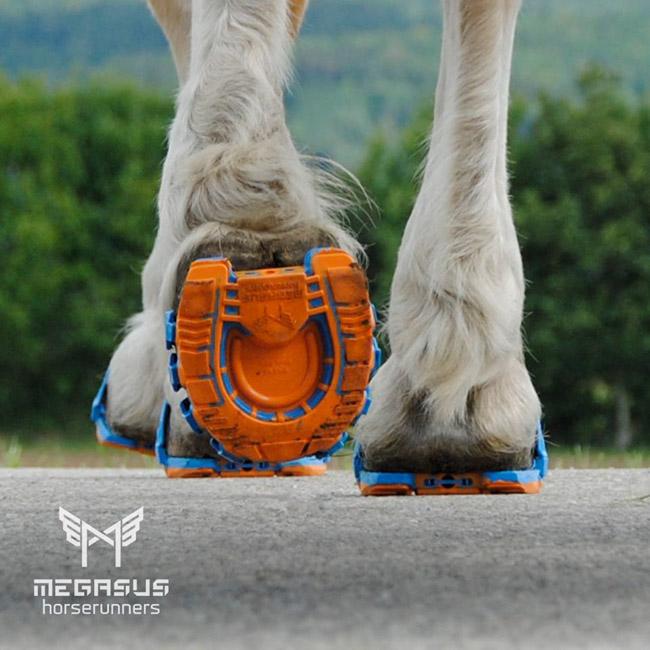 Protetor de plástico com amortecedor pode substituir as incômodas ferraduras em cavalos 1
