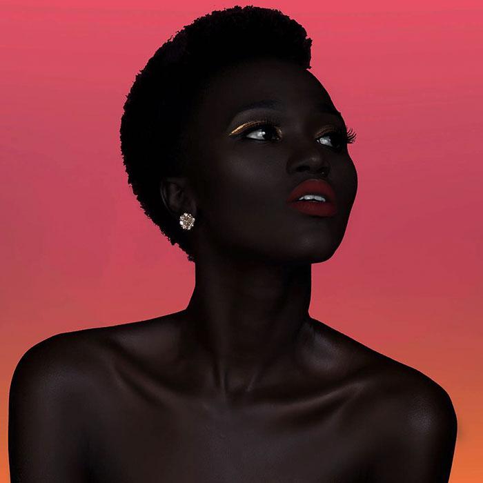 """Modelo sudanesa que faz sucesso na web já ouviu de motorista de Uber que ela deveria """"alvejar"""" sua pele 11"""