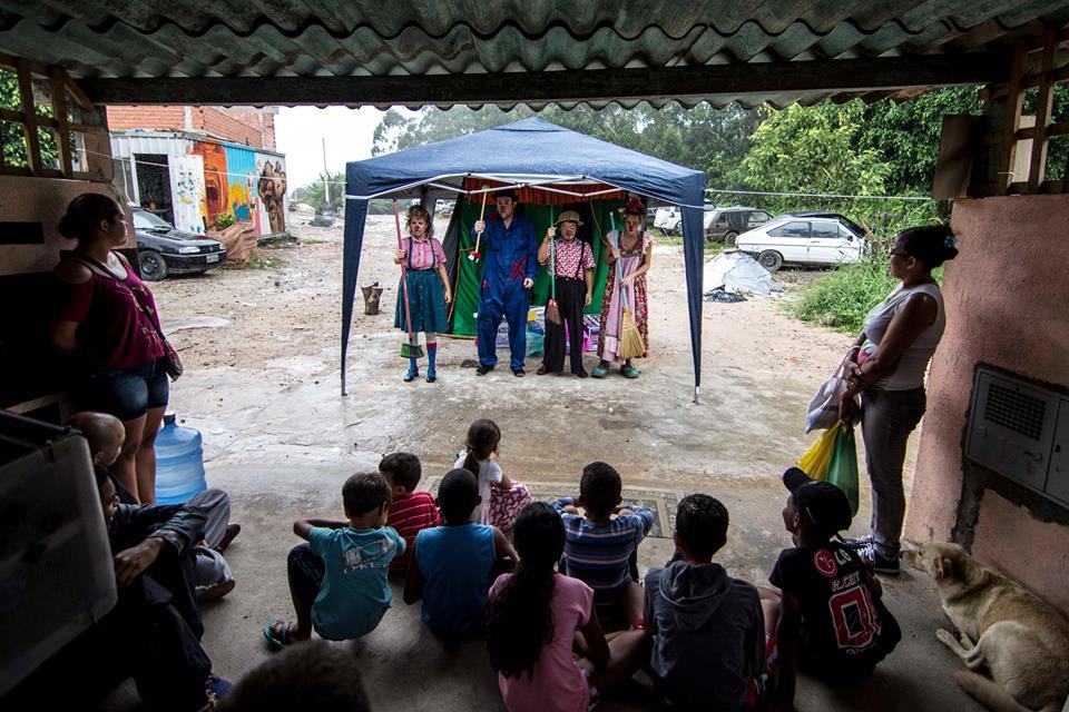 Projeto brasileiro leva a magia do palhaço para refugiados, abrigos, ocupações e alojamentos 2