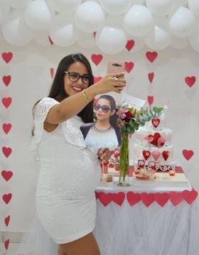 Gaúcha vai morar fora e família imprime sua foto para levá-la em todos os lugares 2