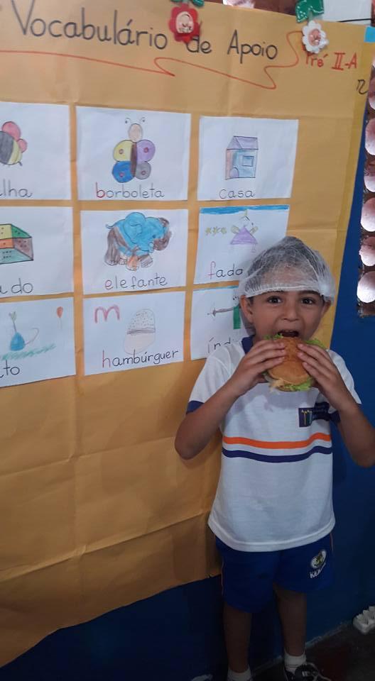 Com o 'coração partido', professora de creche pública faz 'hamburgada' para alunos no Rio 3