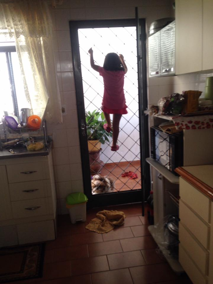 """Fotos hilárias mostram o que acontece quando você deixa uma criança sozinha por """"1 segundo"""" 17"""