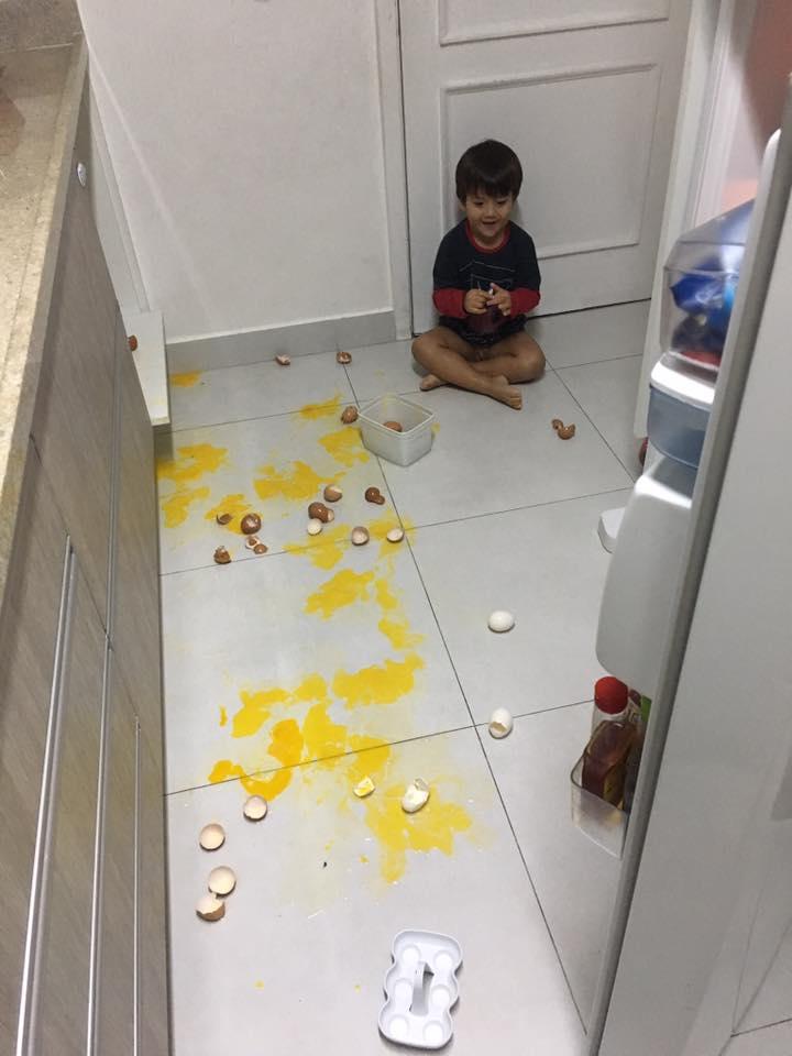 """Fotos hilárias mostram o que acontece quando você deixa uma criança sozinha por """"1 segundo"""" 18"""