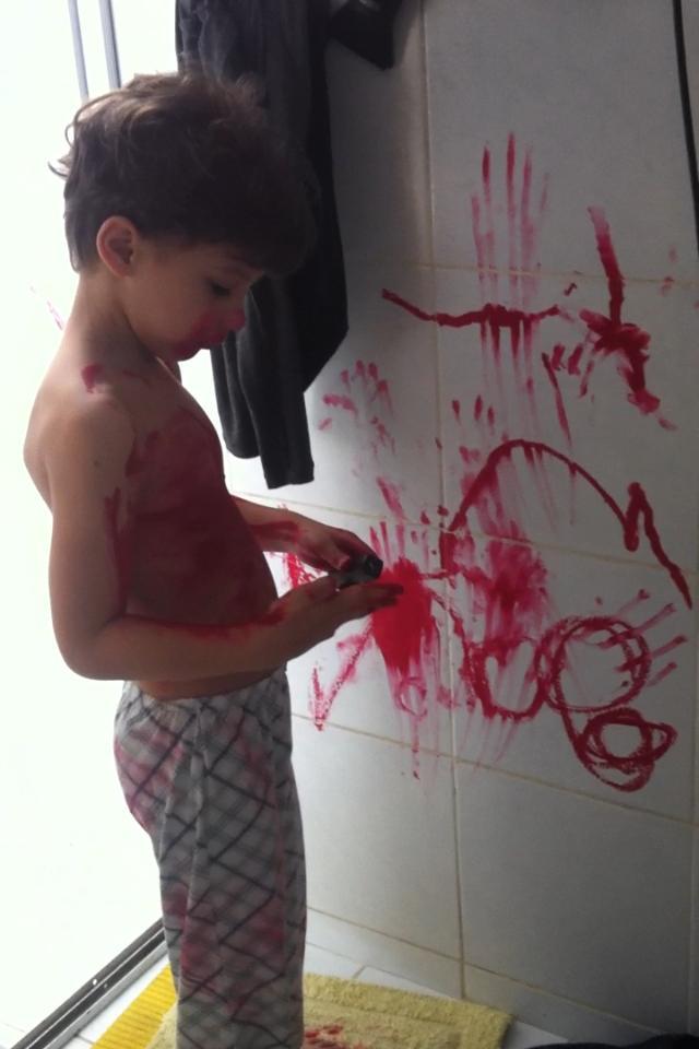 """Fotos hilárias mostram o que acontece quando você deixa uma criança sozinha por """"1 segundo"""" 10"""