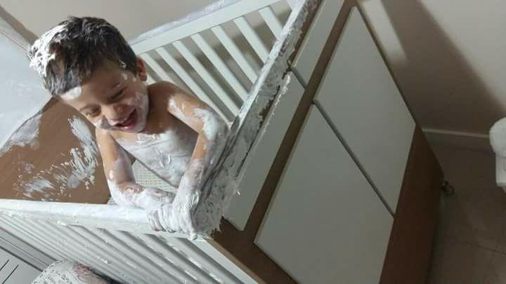 """Fotos hilárias mostram o que acontece quando você deixa uma criança sozinha por """"1 segundo"""" 9"""
