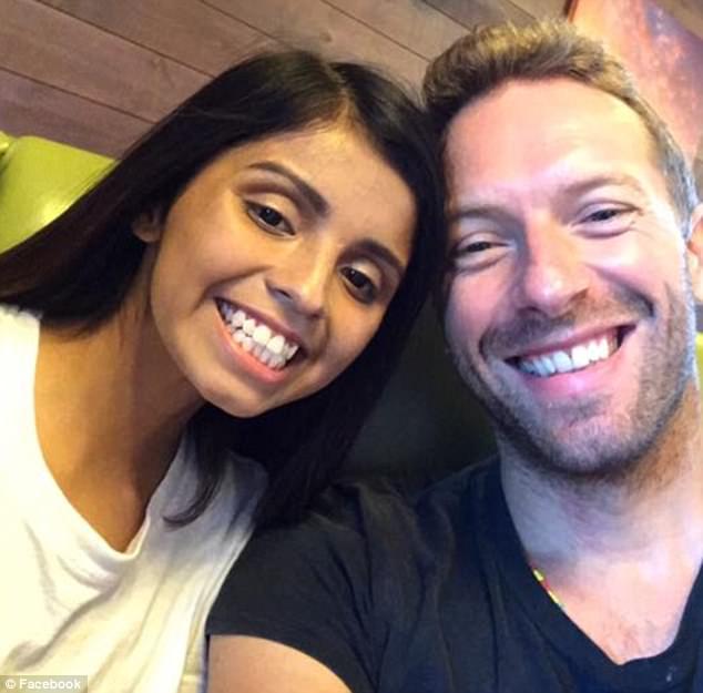 Chefe organiza visita surpresa de vocalista do Coldplay para funcionária com doença rara 3