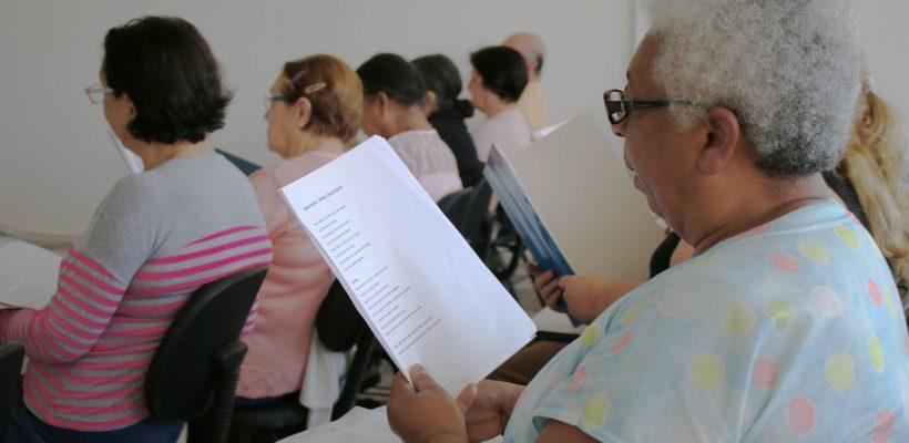 Cantar é terapia indicada para idosos com perda da audição 1