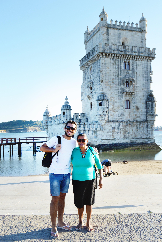 Mesmo sem saber ler, esta mãe foi visitar filho em Portugal e recebeu lindo presente 4