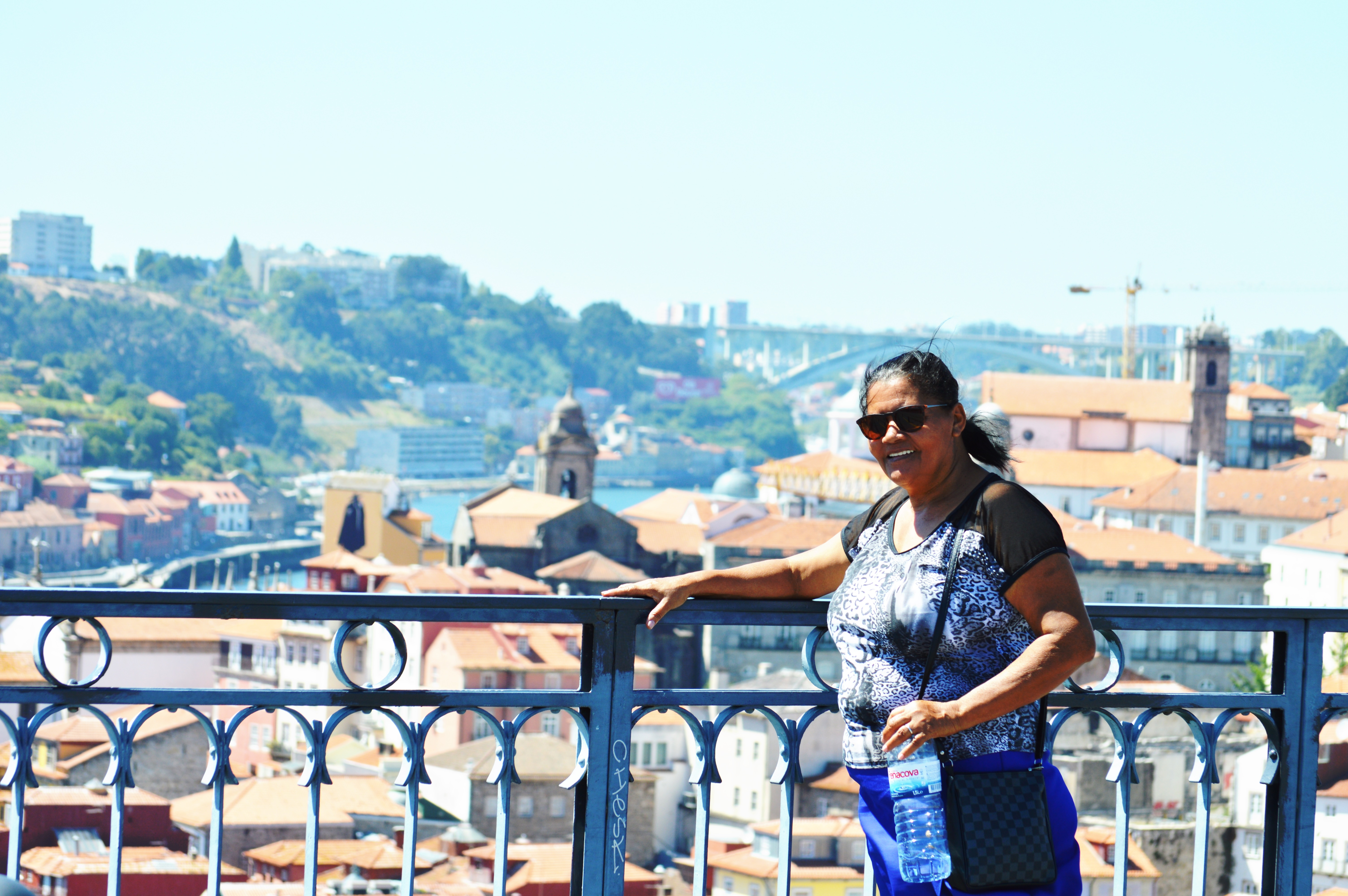 Mesmo sem saber ler, esta mãe foi visitar filho em Portugal e recebeu lindo presente 5