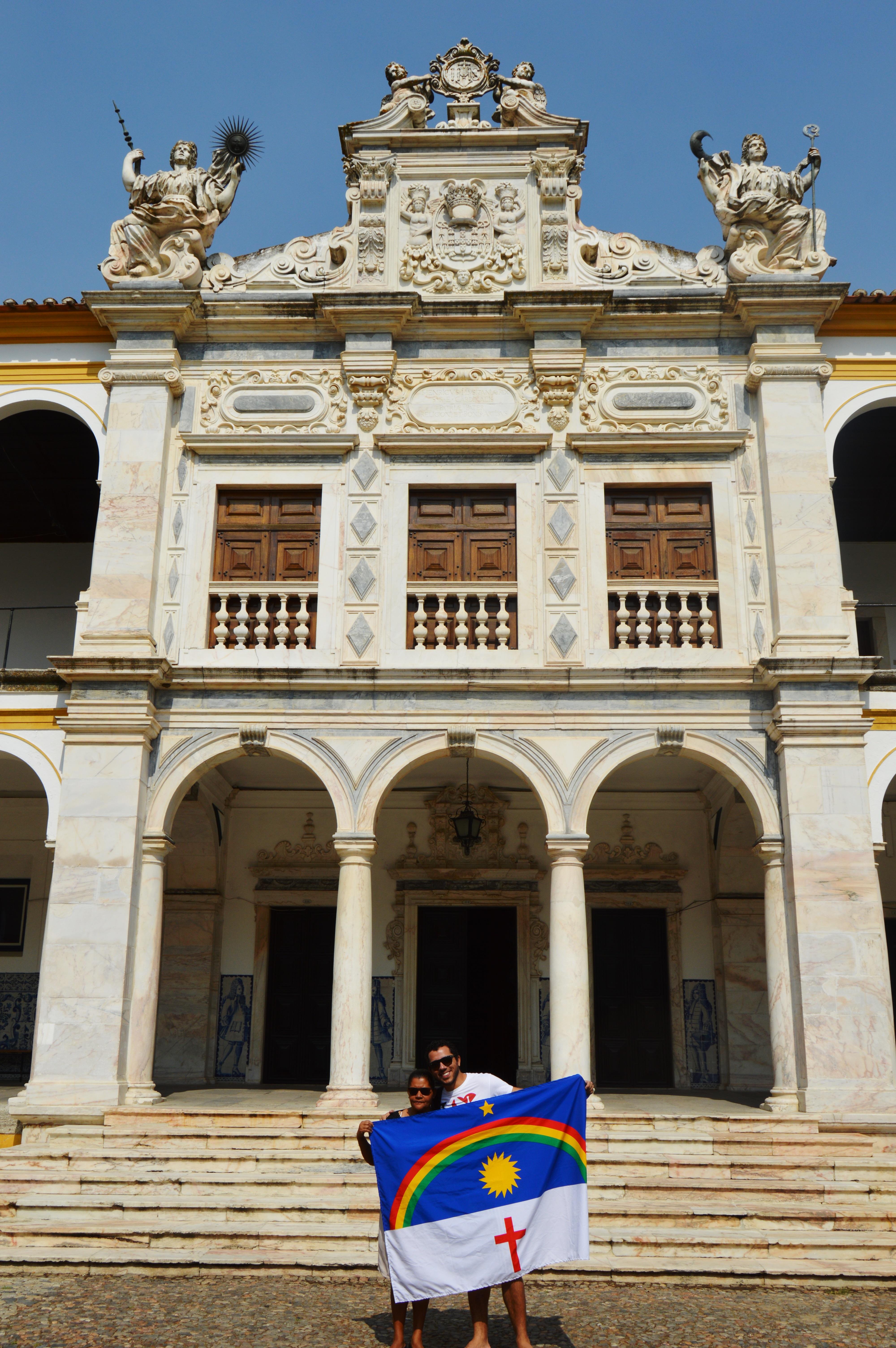 Mesmo sem saber ler, esta mãe foi visitar filho em Portugal e recebeu lindo presente 7